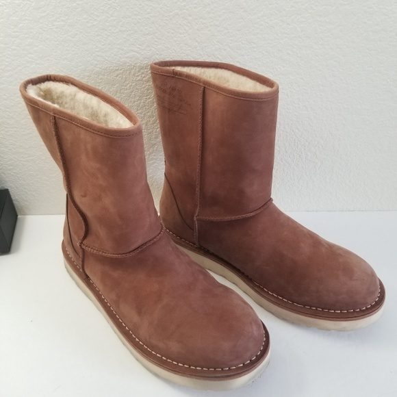 1369eeb34dc UGG Men's Leather Chestnut Short Boots Size 12
